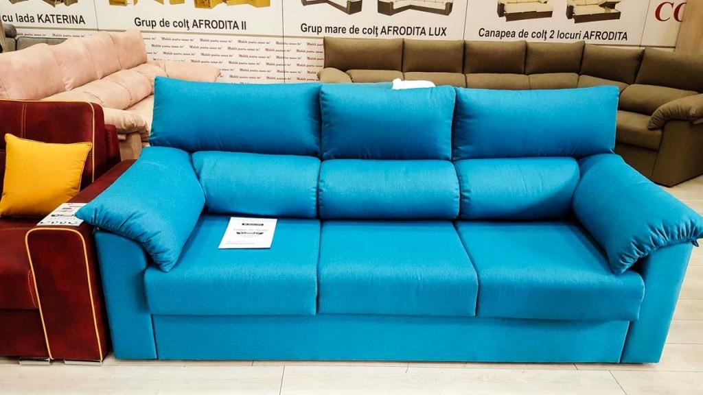 Canapea albastra de o culoare cu adevarat speciala